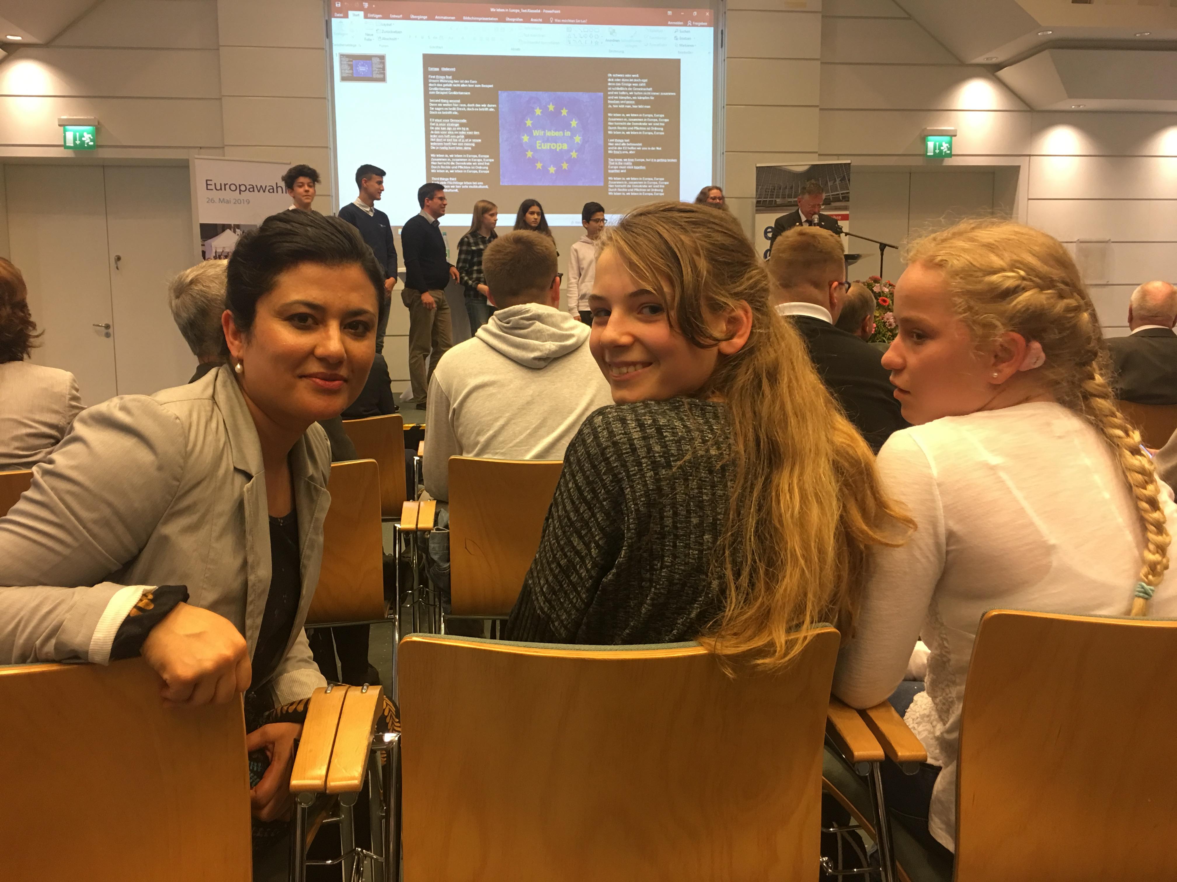 Den Europatag feierte unsere EU-Kandidatin Fayaz mit eu-engagierten Schülerinnen und Schülern inNeuss
